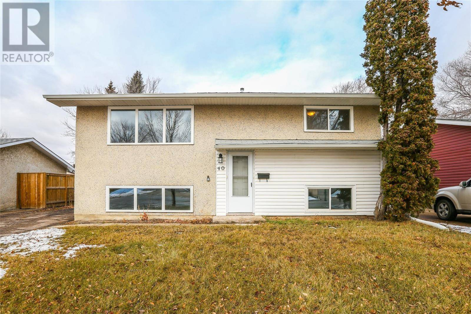 House for sale at 40 Wentworth Cres Saskatoon Saskatchewan - MLS: SK792740
