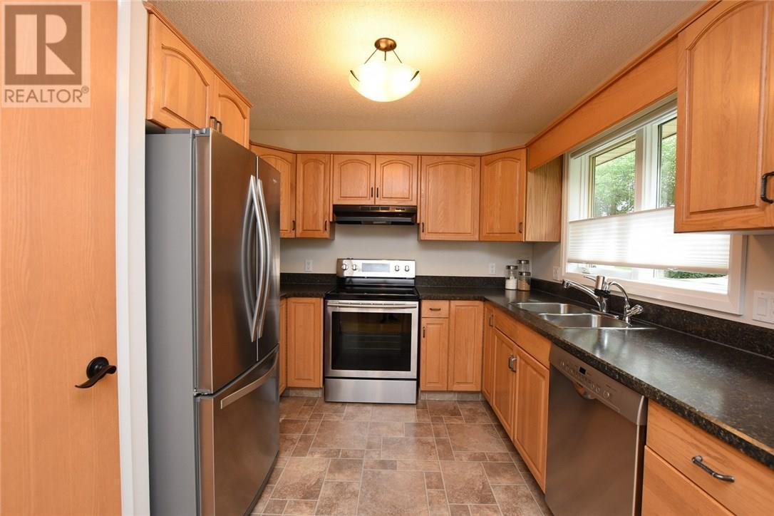 For Sale: 4008 Garnet Street, Regina, SK   2 Bed, 3 Bath Townhouse for $419,900. See 28 photos!