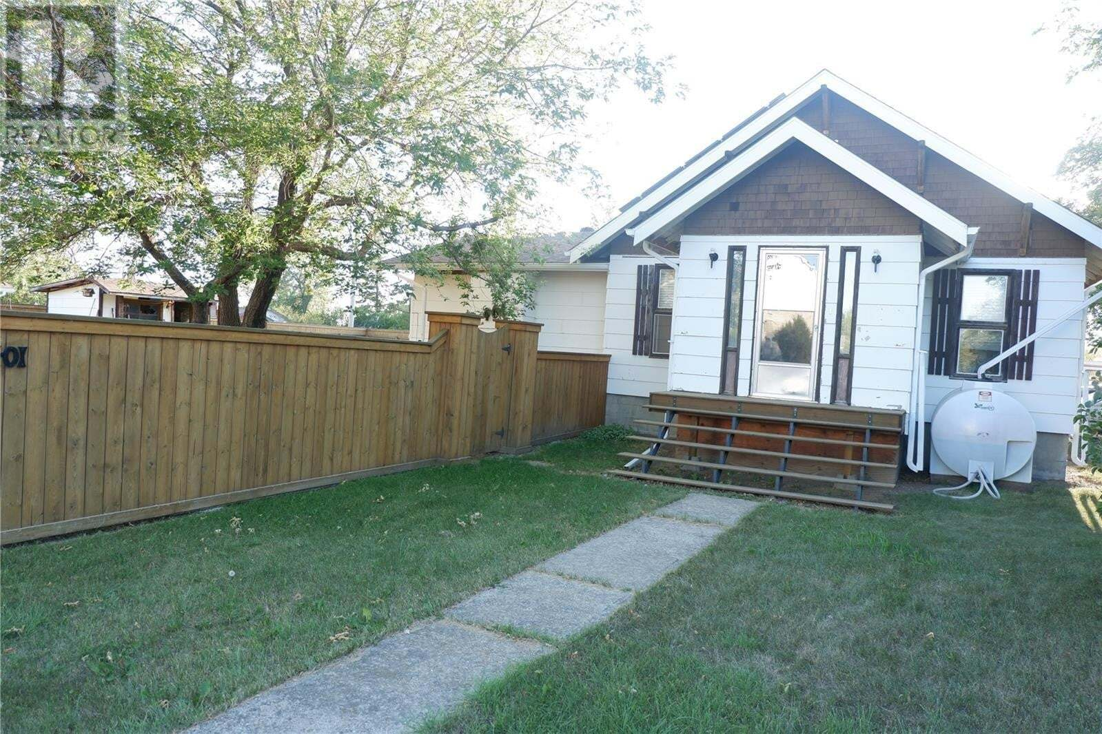 House for sale at 401 5th Ave W Assiniboia Saskatchewan - MLS: SK820922