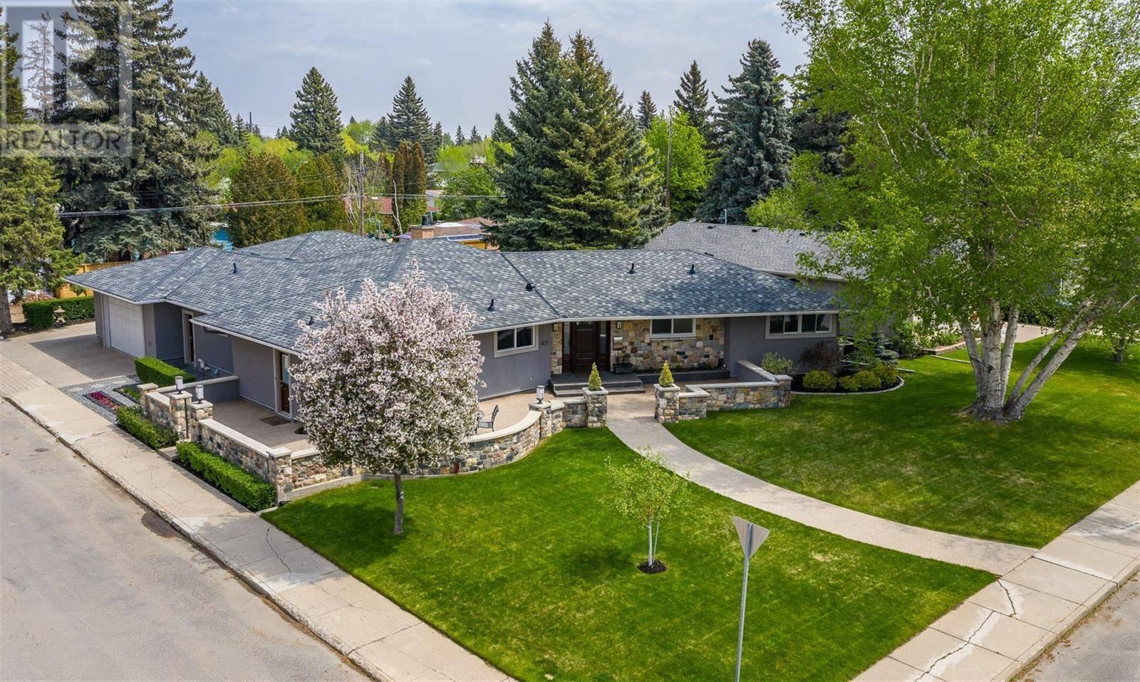 House for sale at 401 Lake Cres Saskatoon Saskatchewan - MLS: SK788878