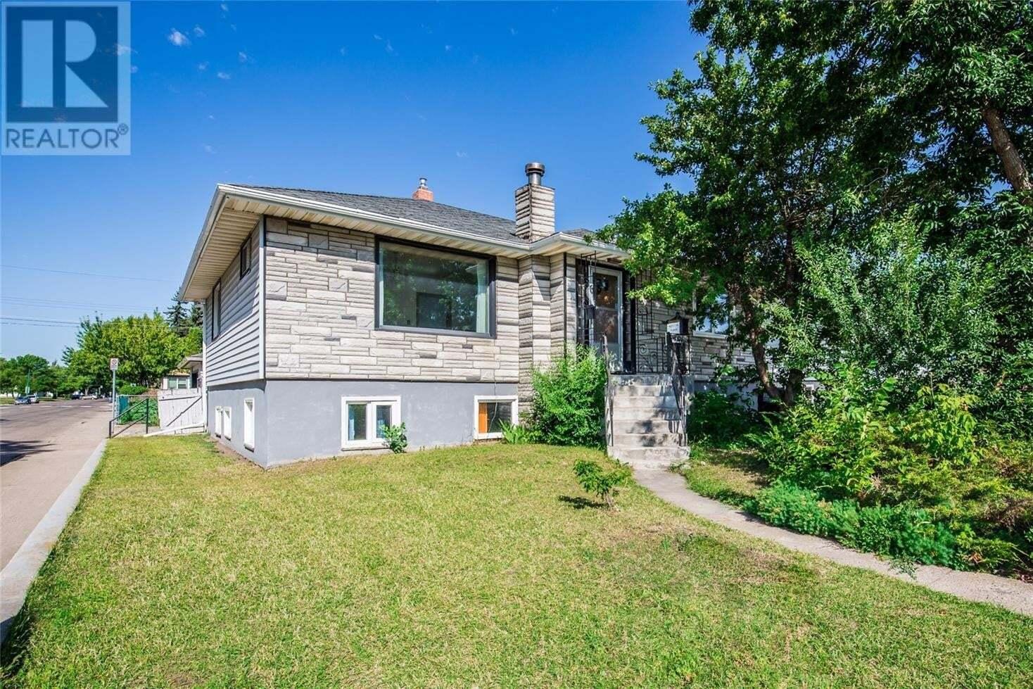 House for sale at 401 Q Ave N Saskatoon Saskatchewan - MLS: SK819251