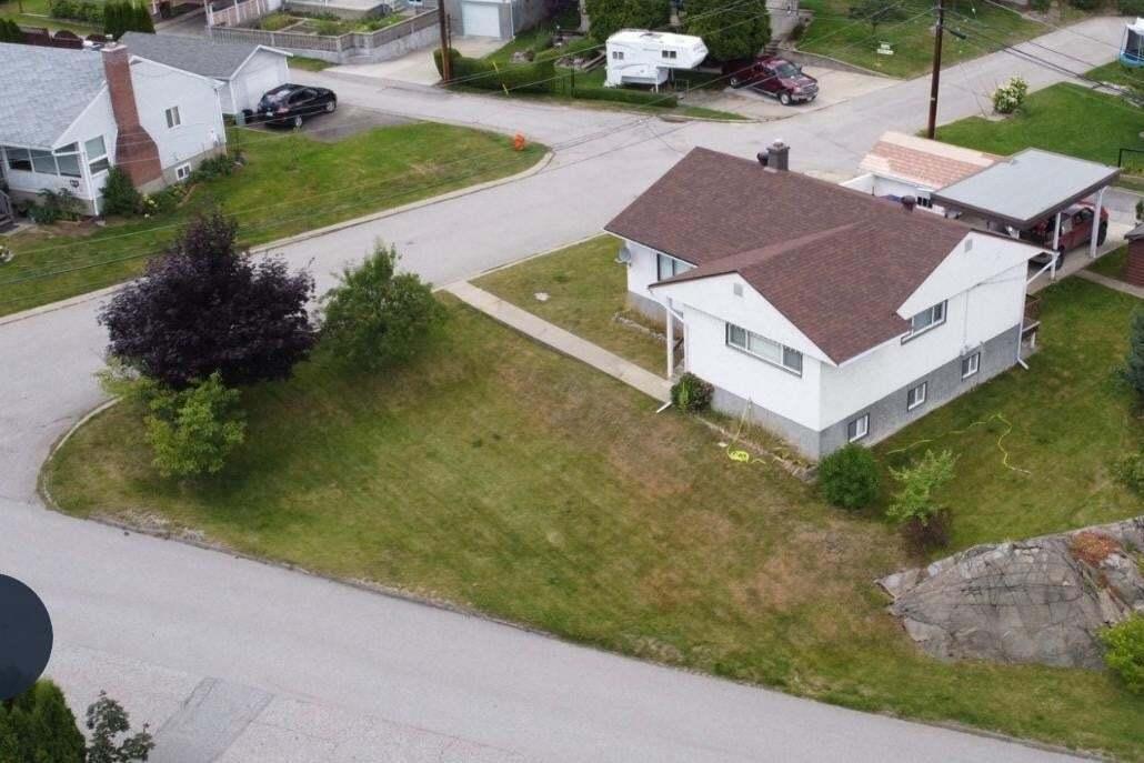 401 Willow Drive, Warfield | Image 1