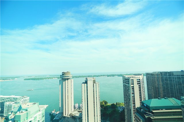 For Rent: 4011 - 33 Bay Street, Toronto, ON | 1 Bed, 1 Bath Condo for $2,200. See 12 photos!