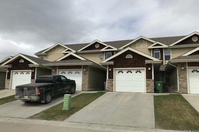 Townhouse for sale at 4018 18 Ave  Edson Alberta - MLS: AW52459