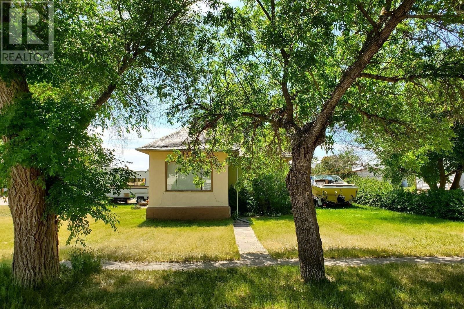 House for sale at 402 1st St S Cabri Saskatchewan - MLS: SK833620