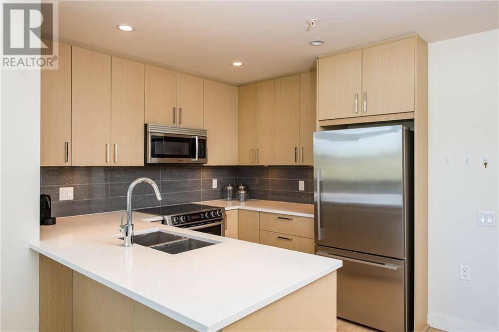 Condo for sale at 3912 Carey Rd Unit 402 Victoria British Columbia - MLS: 424299