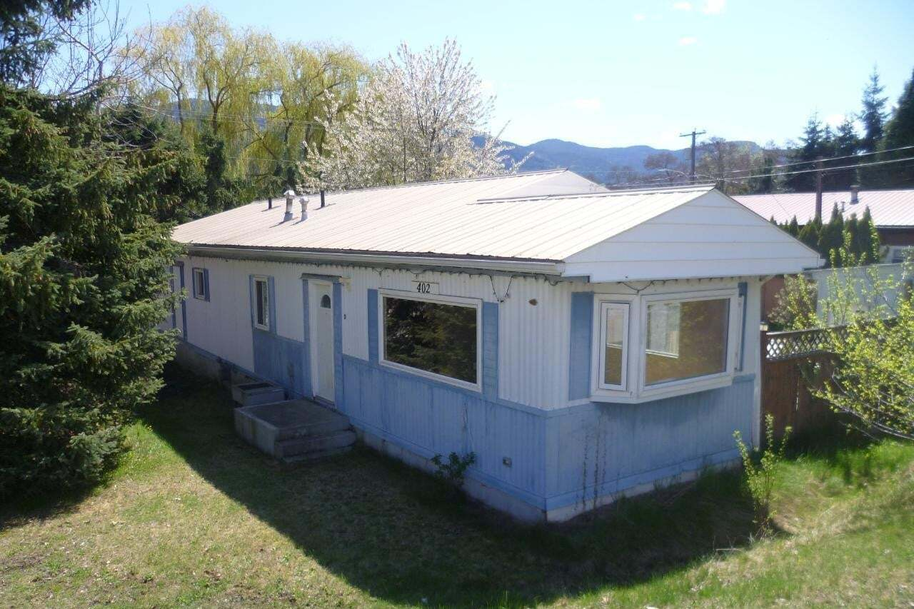 House for sale at 402 3rd Avenue  Castlegar British Columbia - MLS: 2451206