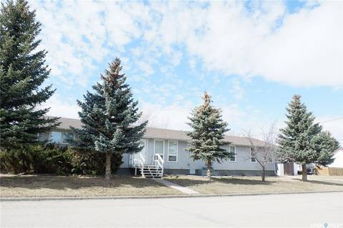 House for sale at 402 4th Ave W Assiniboia Saskatchewan - MLS: SK803973