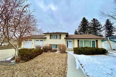 House for sale at 402 9 St Southwest High River Alberta - MLS: C4292910
