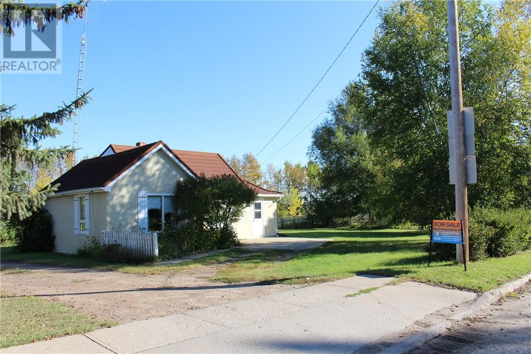 For Sale: 403 1st Ave E, Stwalburg,  | 2 Bed, 0 Bath House for $70,000. See 14 photos!
