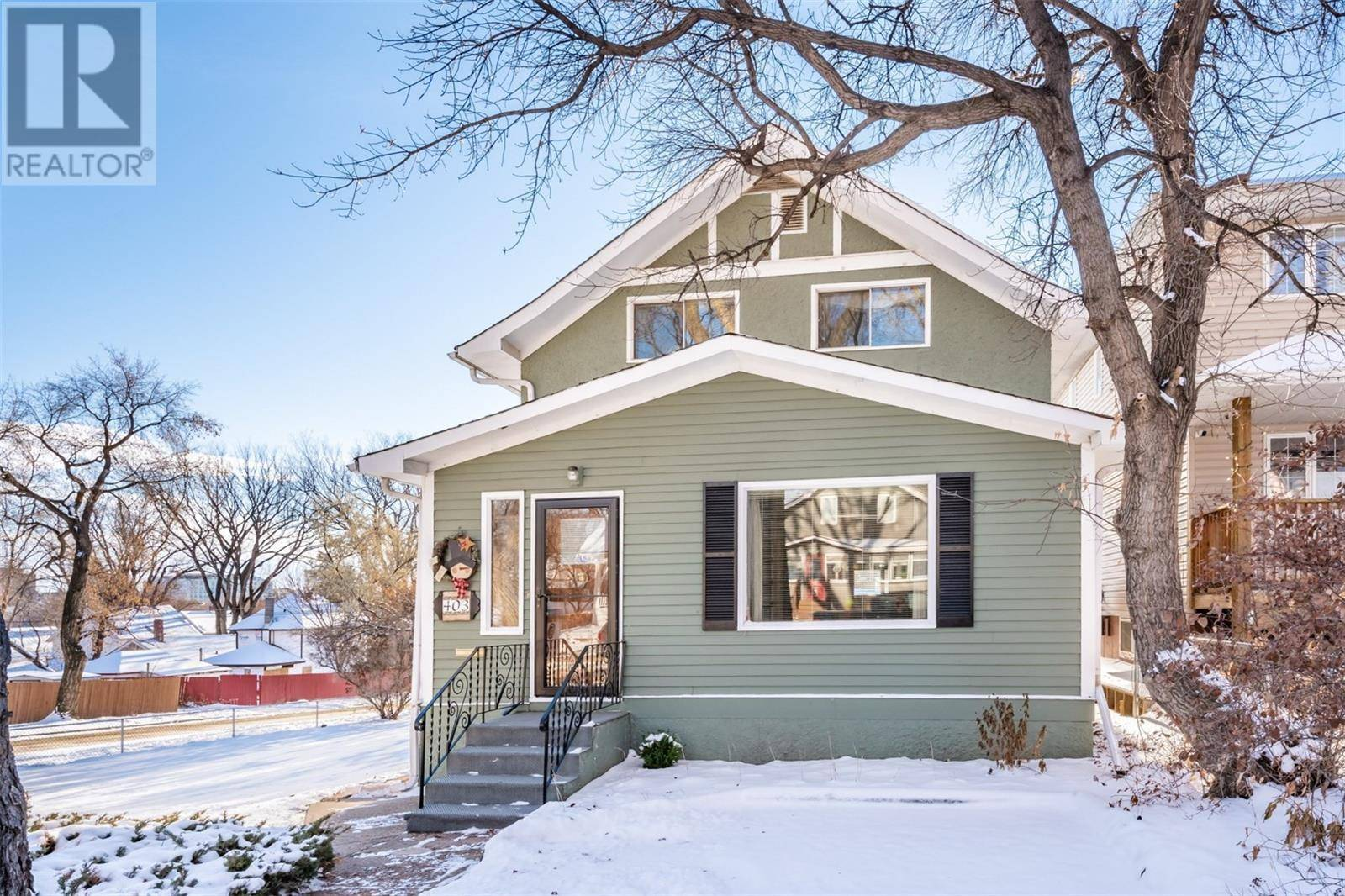 House for sale at 403 26th St W Saskatoon Saskatchewan - MLS: SK793773