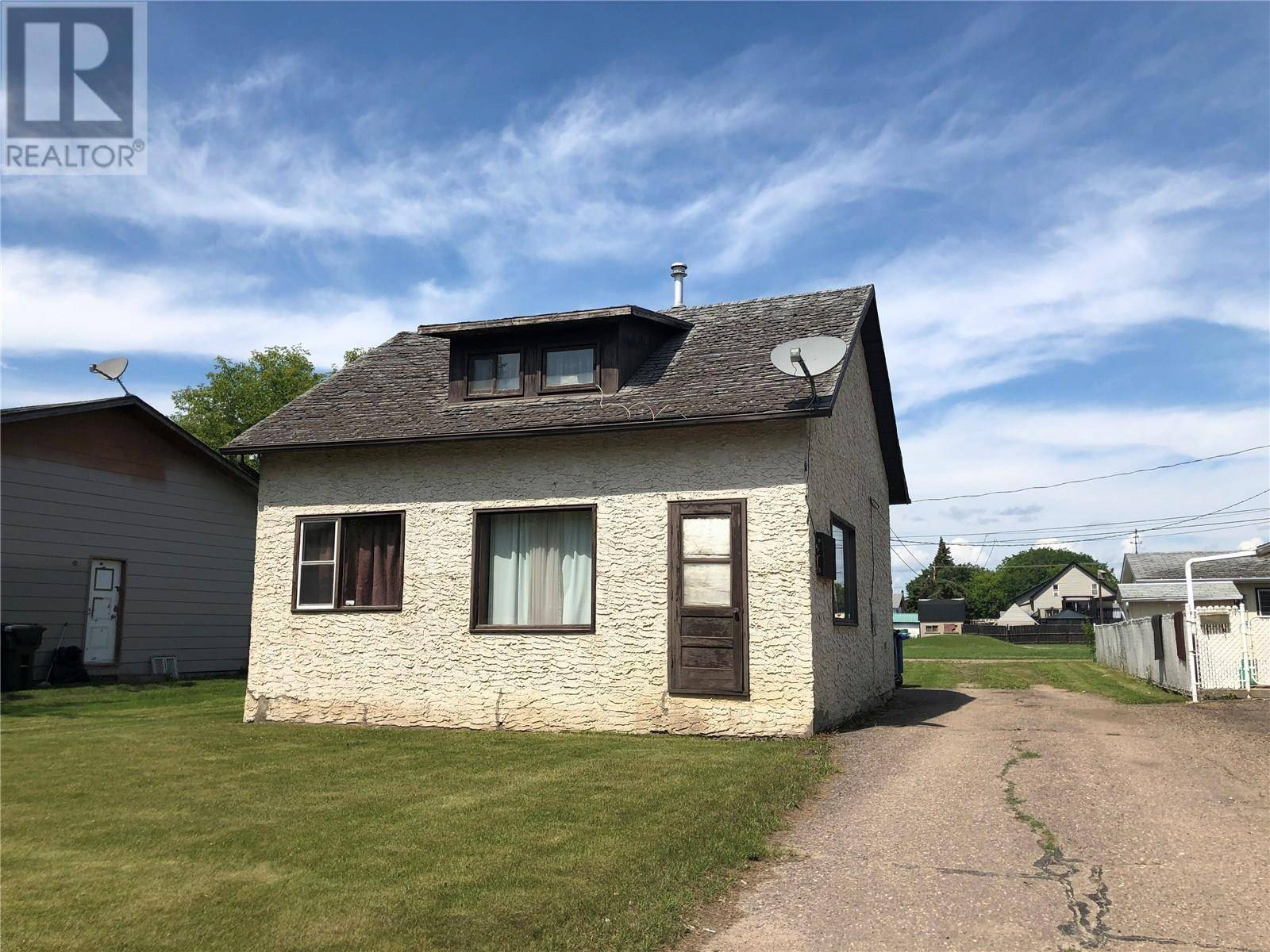 House for sale at 403 3rd Ave W Meadow Lake Saskatchewan - MLS: SK779254