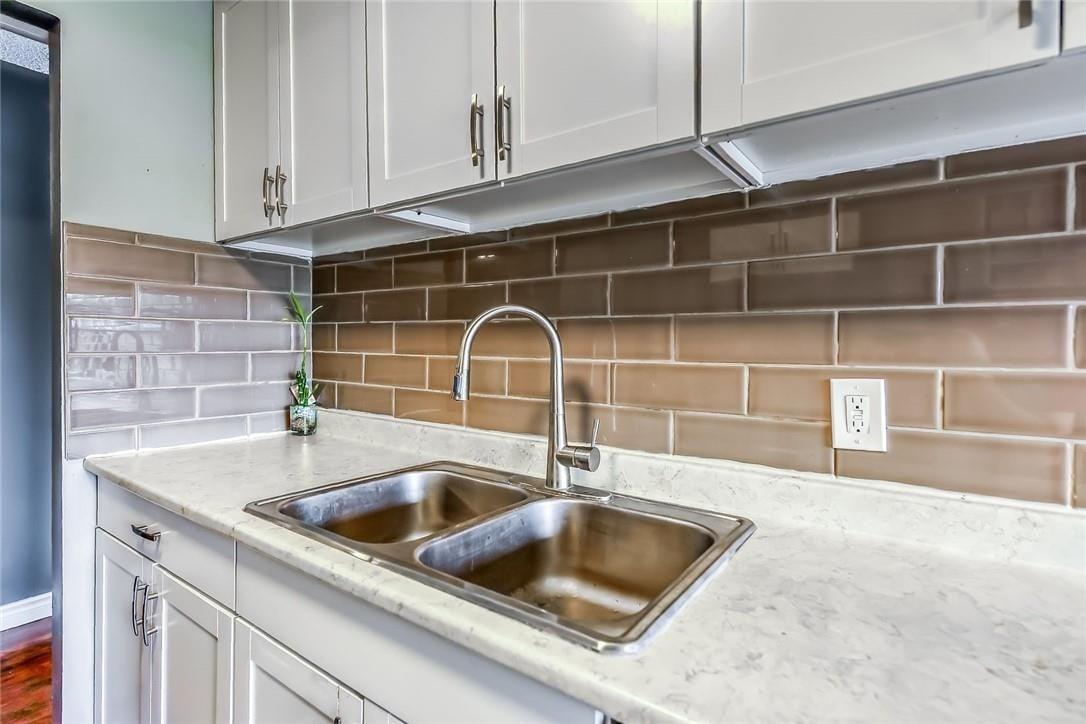 Condo for sale at 75 Queen St N Unit 403 Hamilton Ontario - MLS: H4079502