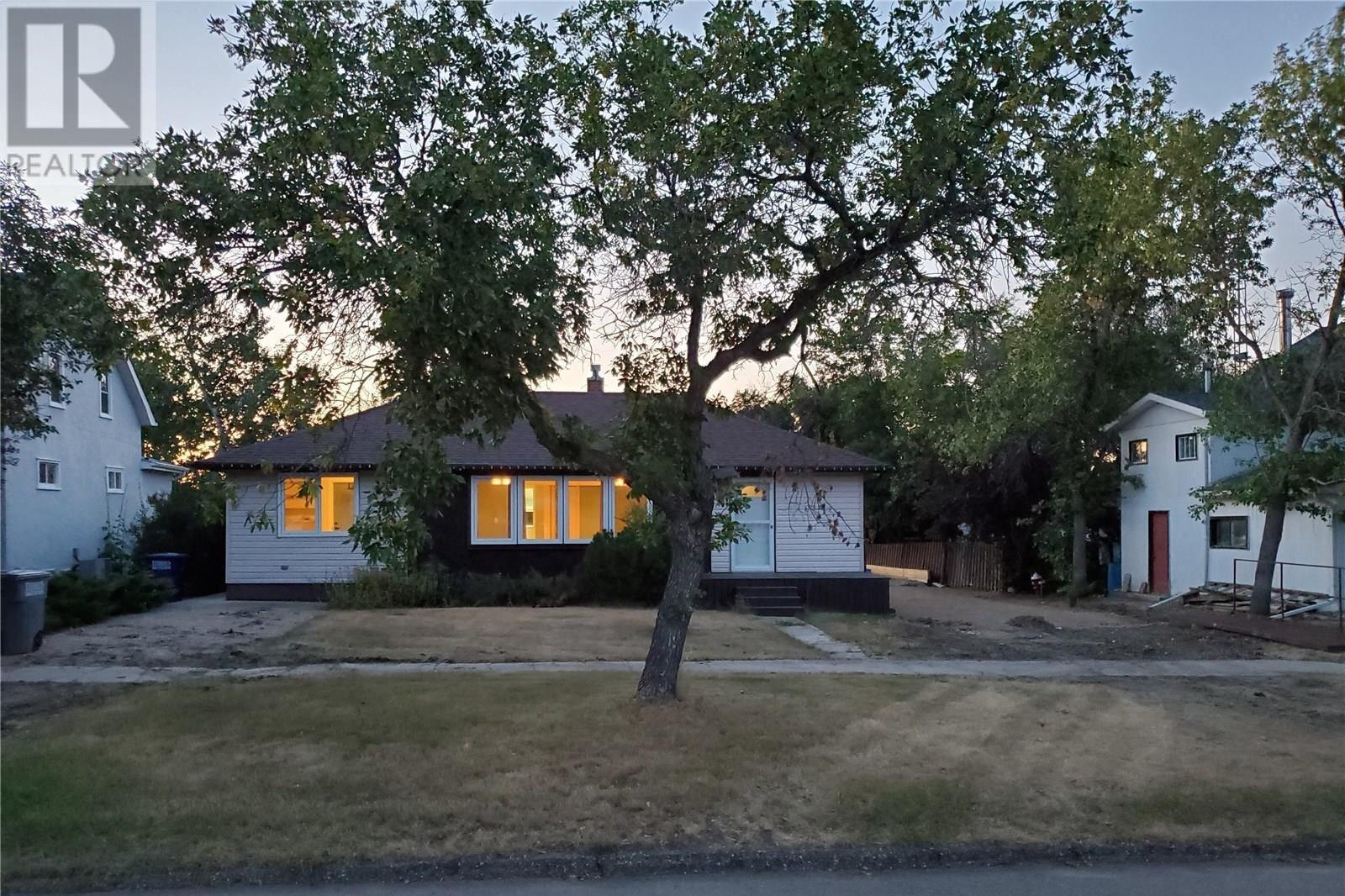 House for sale at 403 Centre St Cabri Saskatchewan - MLS: SK824095