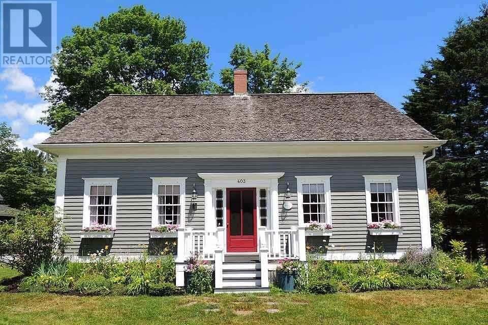 House for sale at 403 Main St Mahone Bay Nova Scotia - MLS: 202002292