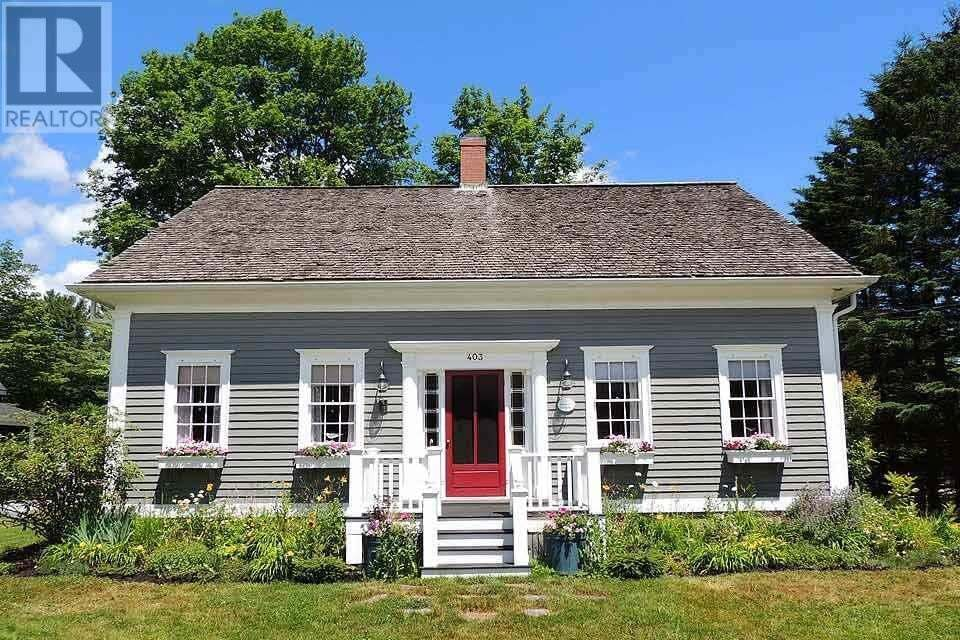 House for sale at 403 Main St Mahone Bay Nova Scotia - MLS: 202002292