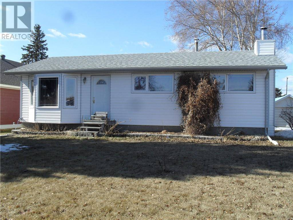 House for sale at 404 3rd Street Crescent Northeast Manning Alberta - MLS: GP204378