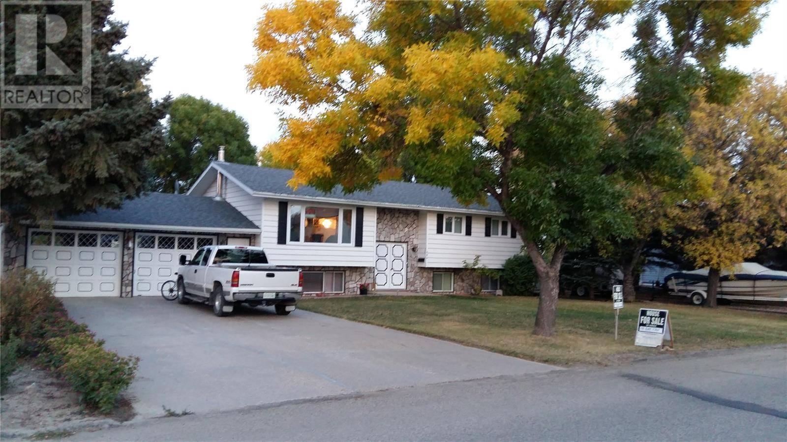 House for sale at 404 Magnan St Gravelbourg Saskatchewan - MLS: SK772835