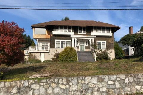 House for sale at 404 Somerset St North Vancouver British Columbia - MLS: R2470026