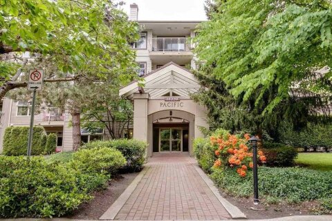 Condo for sale at 15220 Guildford Dr Unit 405 Surrey British Columbia - MLS: R2496871