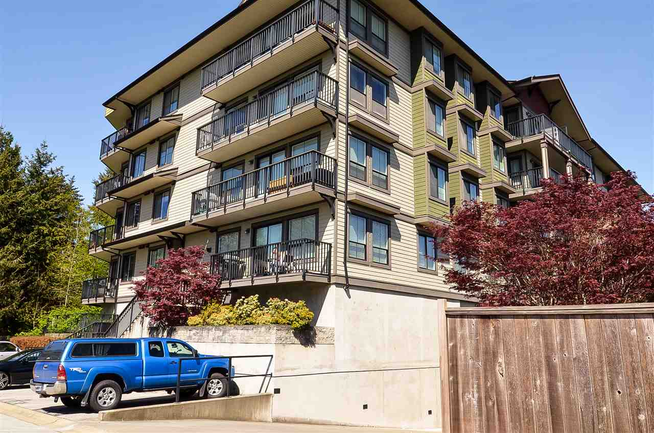 For Sale: 405 - 19830 56 Avenue, Langley, BC   1 Bed, 1 Bath Condo for $389,900. See 18 photos!