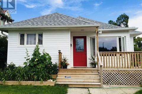 House for sale at 405 2nd Ave NE Swift Current Saskatchewan - MLS: SK777448