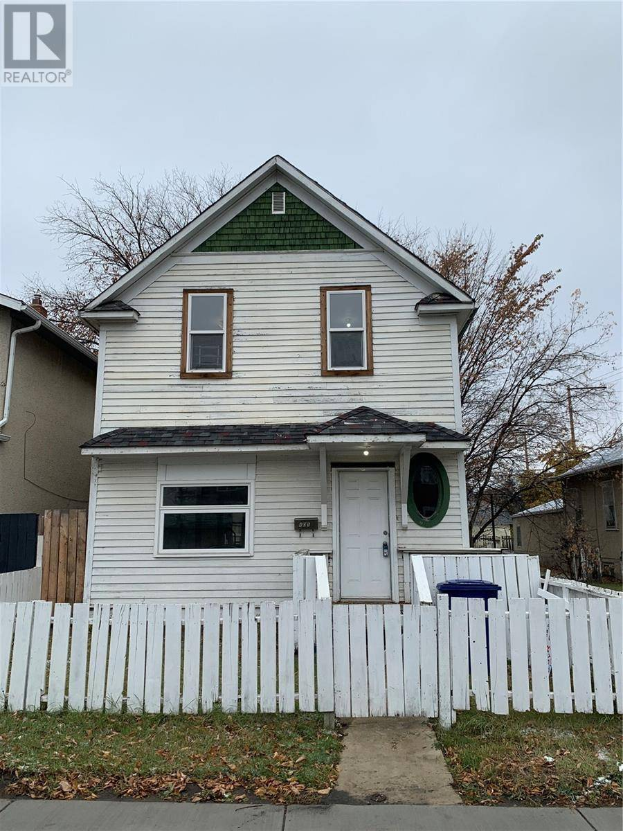House for sale at 405 F Ave S Saskatoon Saskatchewan - MLS: SK789147