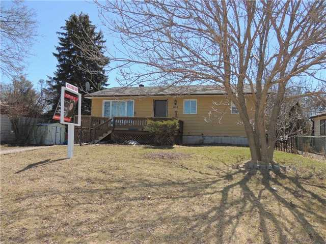 For Sale: 405 Mapleview Drive, Barrie, ON   3 Bed, 2 Bath House for $539,000. See 7 photos!
