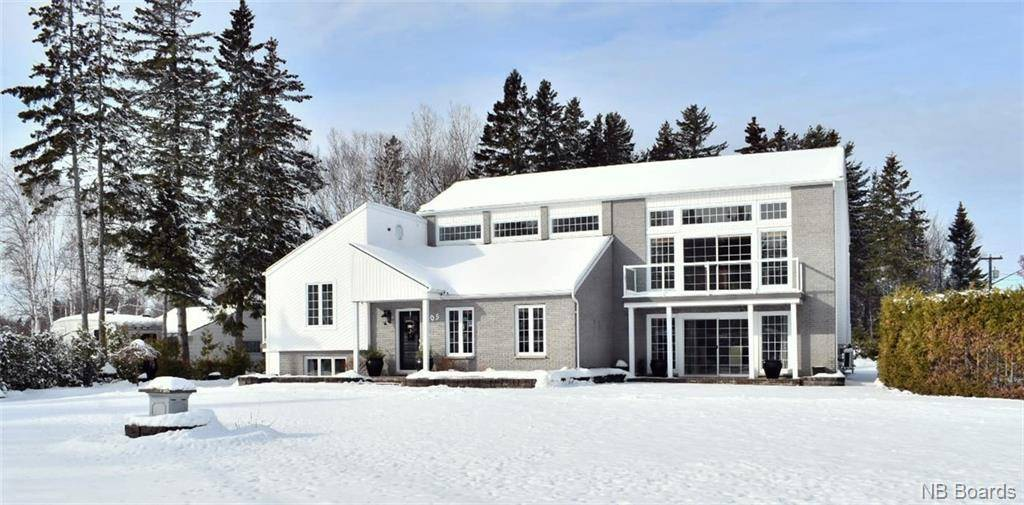 House for sale at 405 Youghall Dr Bathurst New Brunswick - MLS: NB038023