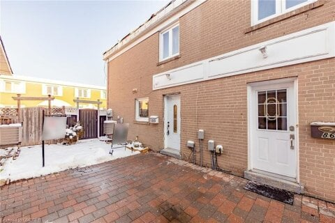 Townhouse for sale at 100 Townhouse Cres Unit 406 Brampton Ontario - MLS: 40049280