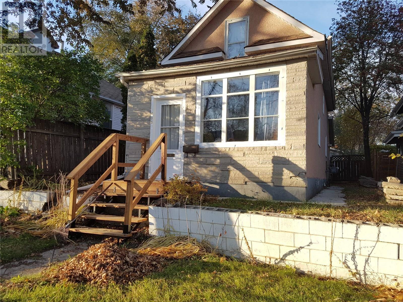 House for sale at 406 26th St W Saskatoon Saskatchewan - MLS: SK789559