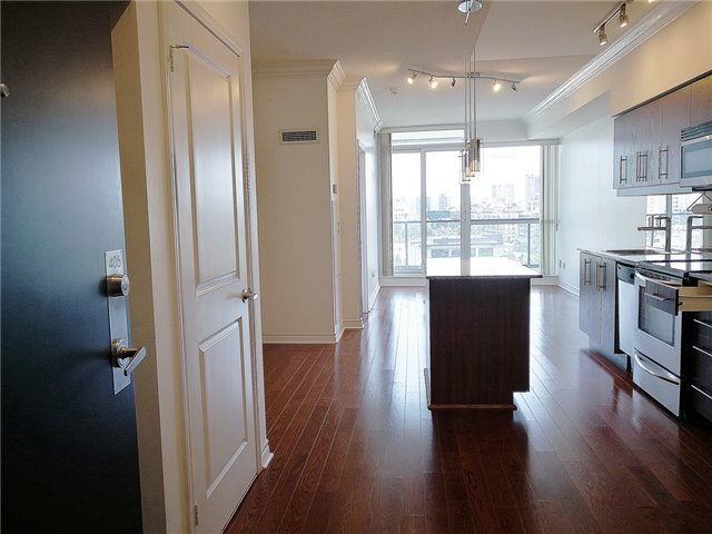 Sold: 406 - 2885 Bayview Avenue, Toronto, ON