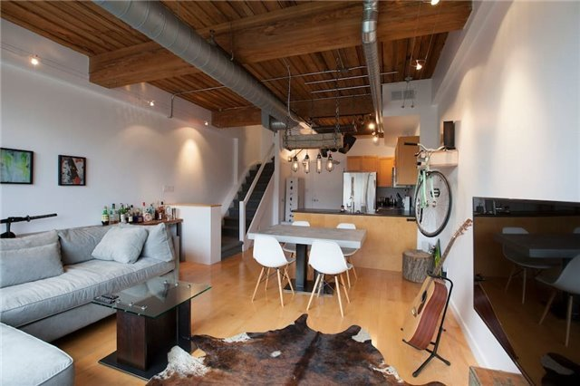Buliding: 436 Wellington Street, Toronto, ON
