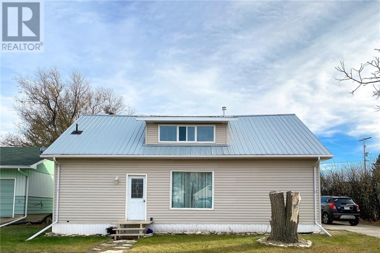 House for sale at 406 Centre St Cabri Saskatchewan - MLS: SK832019