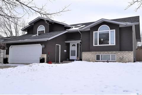 House for sale at 406 Warwick Dr N Regina Saskatchewan - MLS: SK799035