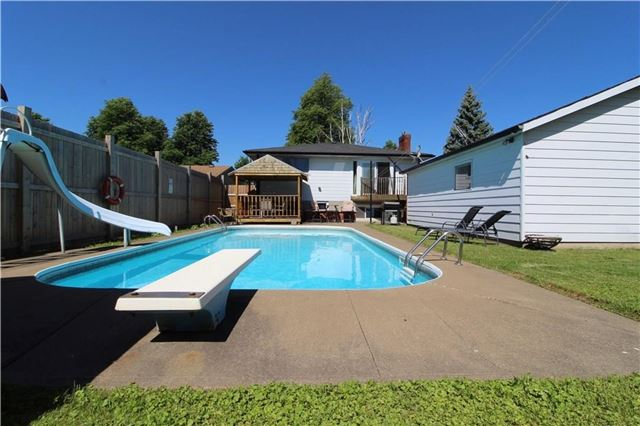 For Sale: 4062 Brookdale Drive, Niagara Falls, ON   2 Bed, 2 Bath House for $419,900. See 19 photos!