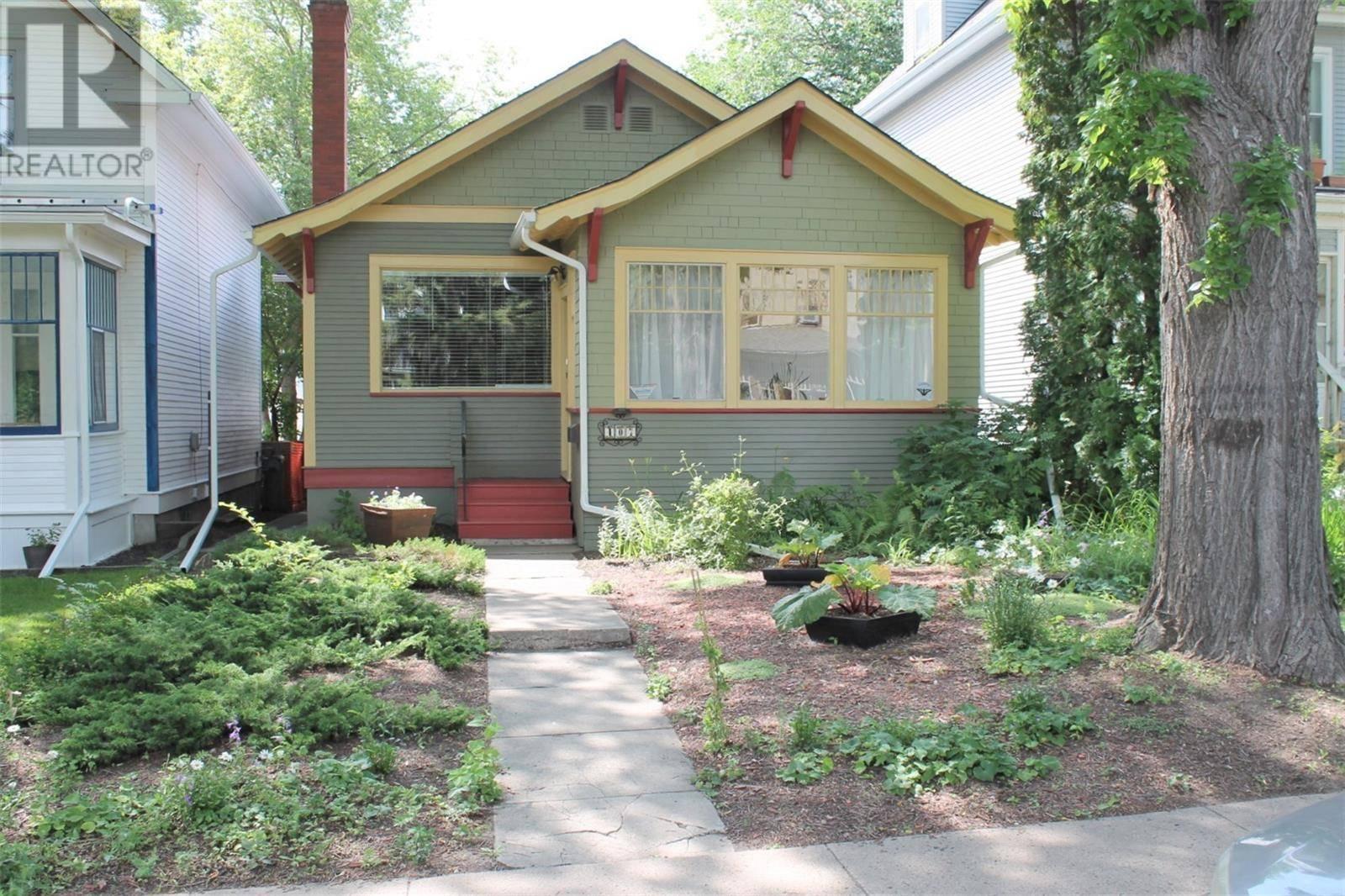 House for sale at 407 28th St W Saskatoon Saskatchewan - MLS: SK782750