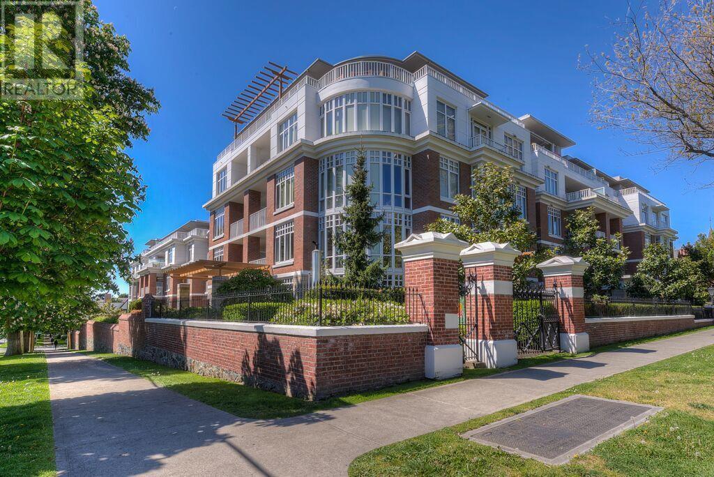 For Sale: 407 - 999 Burdett Avenue, Victoria, BC   3 Bed, 2 Bath Condo for $924,900. See 20 photos!