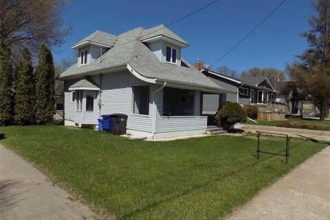 House for sale at 407 Albert St Weyburn Saskatchewan - MLS: SK799564