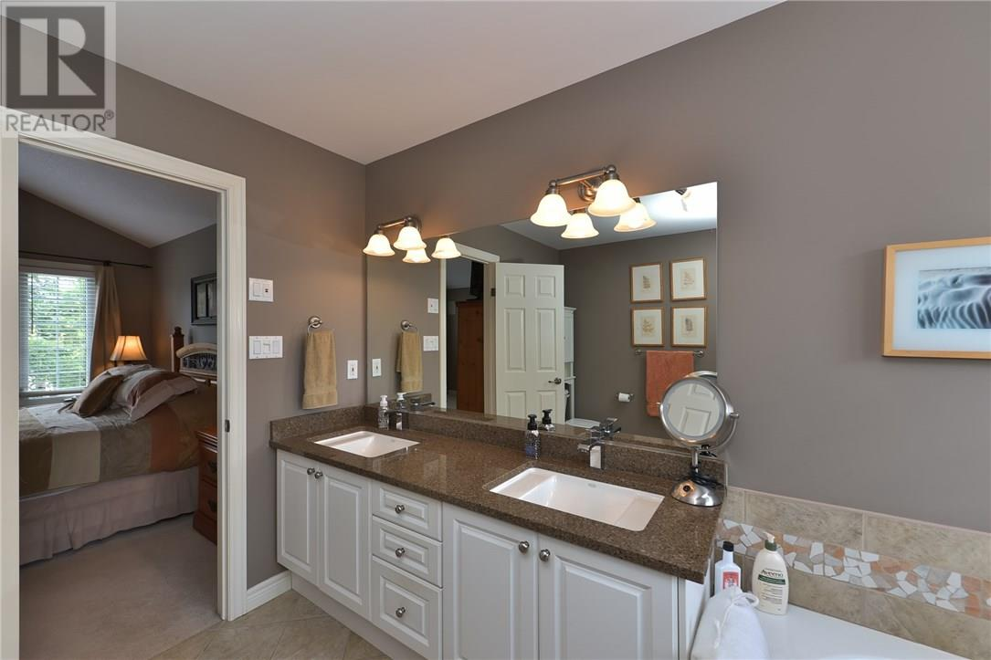 For Sale: 407 Kingbird Court South, London, ON | 4 Bed, 4 Bath House for $795,000. See 50 photos!