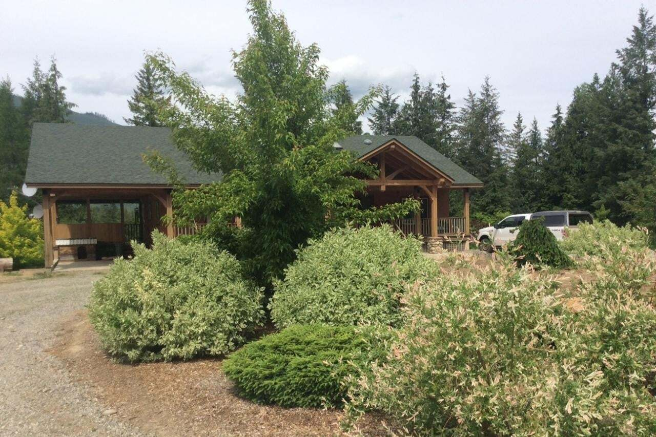 House for sale at 4070 Arrow Park Frontage Rd Arrow Park British Columbia - MLS: 2454101