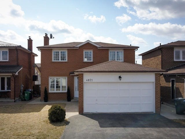 For Sale: 4071 Longo Circle, Mississauga, ON | 3 Bed, 4 Bath House for $768,000. See 20 photos!