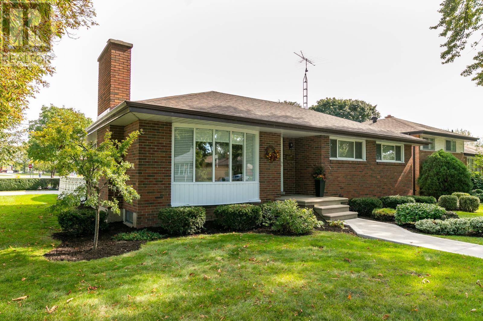House for sale at 408 Greendale  Windsor Ontario - MLS: 19026600