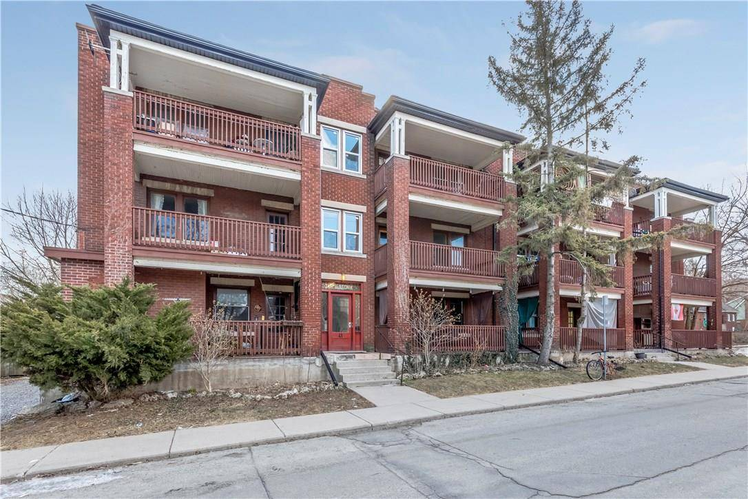 Townhouse for sale at 41 Albert St Hamilton Ontario - MLS: H4048238