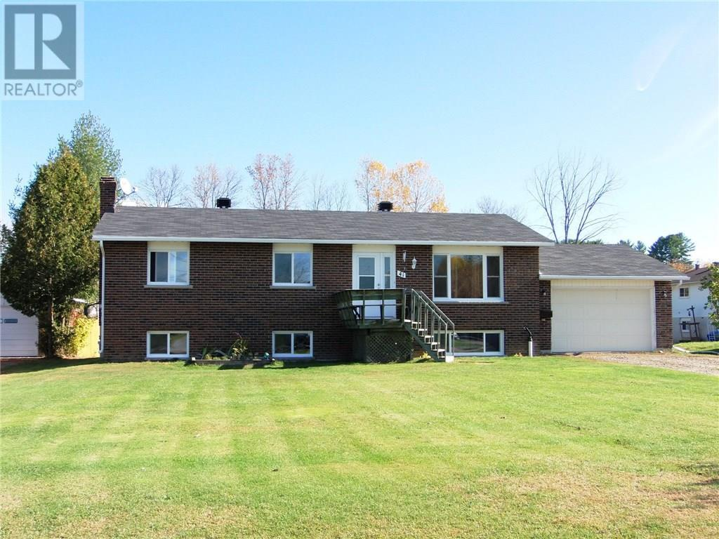 Removed: 41 Meadowbrook Drive, Pembroke, ON - Removed on 2019-12-05 04:27:17