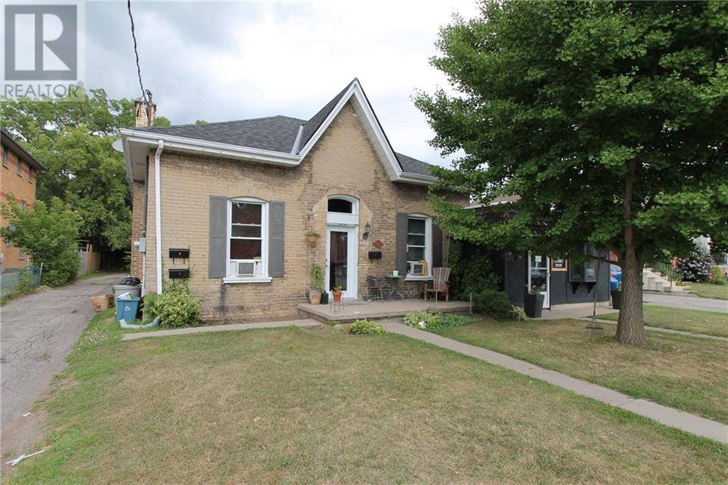 Townhouse for sale at 41 St. George St Brantford Ontario - MLS: 30757949