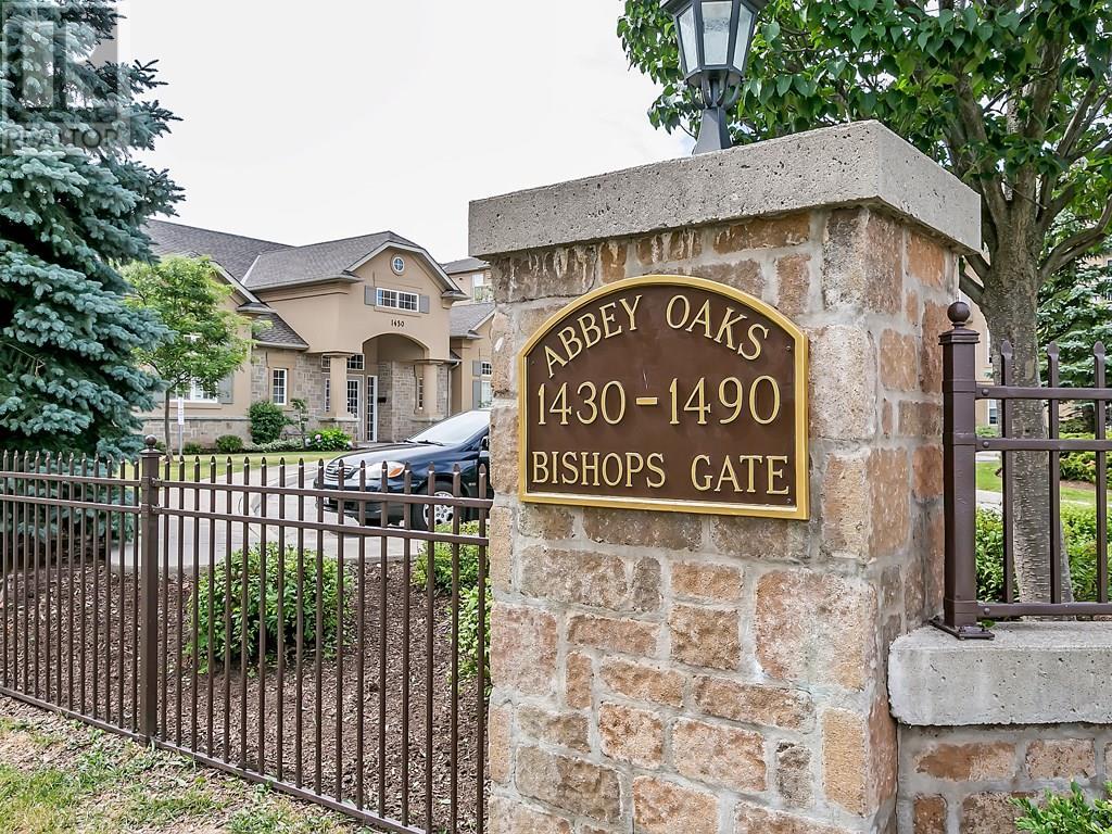 Buliding: 1480 Bishops Gate, Oakville, ON