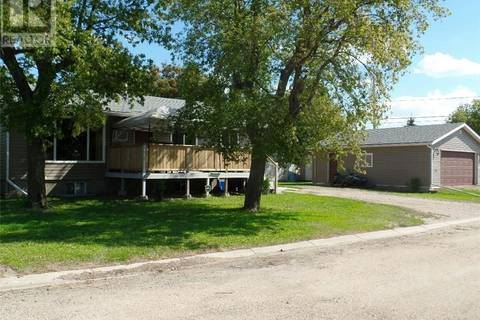 House for sale at 410 1st Ave W Wilkie Saskatchewan - MLS: SK745010
