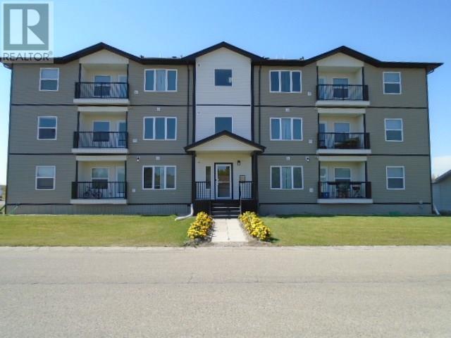 Buliding: 410 8th Avenue, Kipling, SK