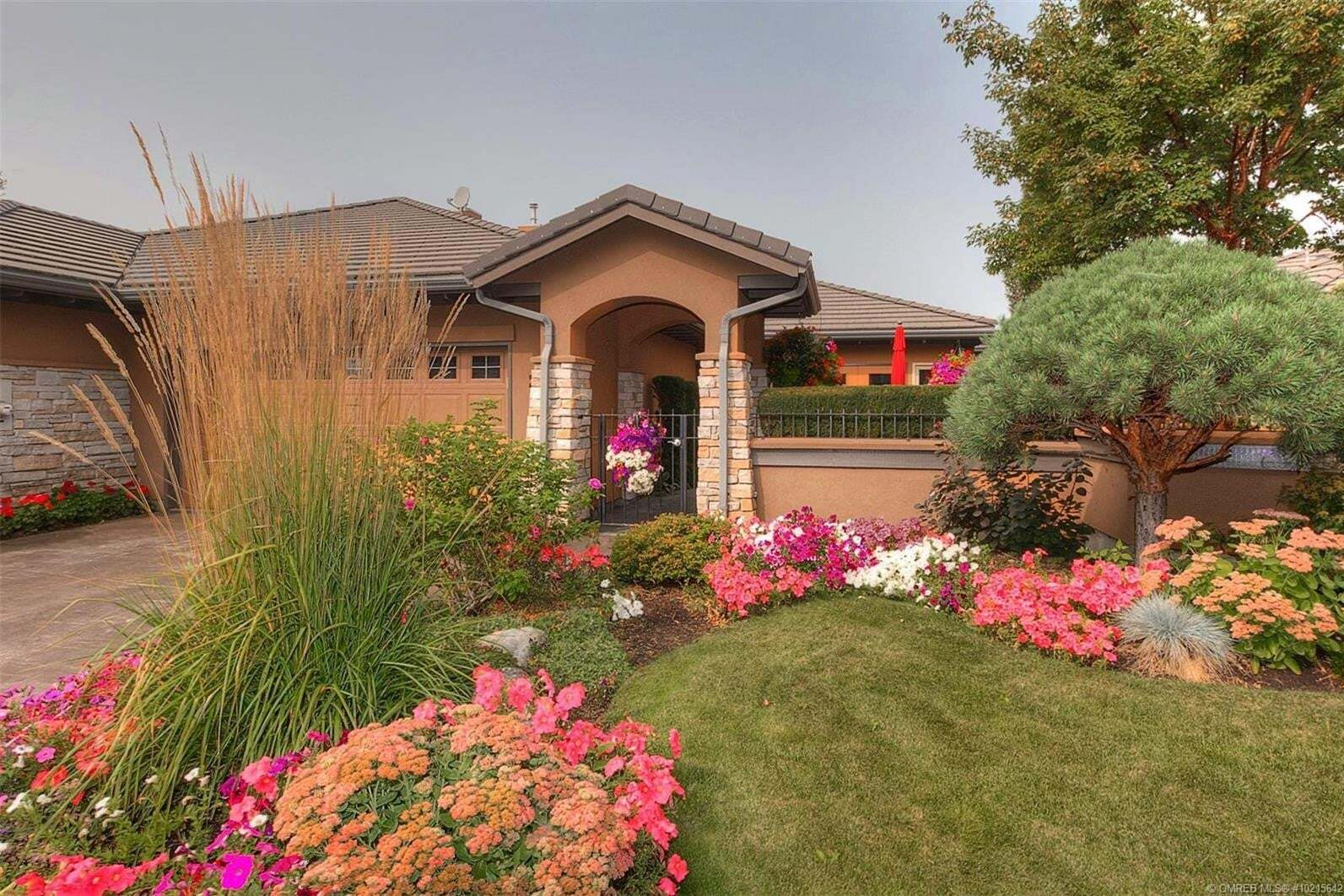 Townhouse for sale at 4100 Gallaghers Parkland Dr Kelowna British Columbia - MLS: 10215642